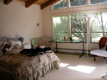 MasterBedroom_72.jpg (127157 bytes)